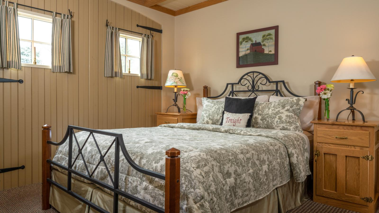 Queen Bed and Breakfast Room